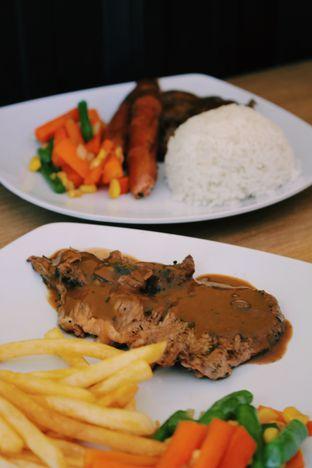 Foto 4 - Makanan(sanitize(image.caption)) di Dino Burger & Rice Steak oleh Erika Karmelia