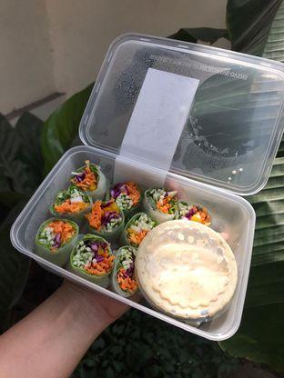 Foto 1 - Makanan di Serasa Salad Bar oleh Rurie