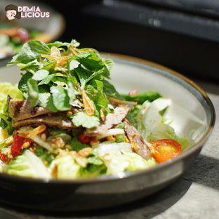 Foto 7 - Makanan(Thai Beef Salad) di Common Grounds oleh @demialicious
