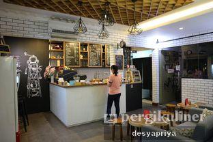Foto 9 - Interior di Qubico Coffee oleh Desy Apriya