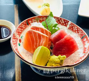 Foto 4 - Makanan(Salmon And Tuna Sashimi) di Enmaru oleh Sienna Paramitha