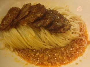 Foto 2 - Makanan(Mie irisan daging) di Din Tai Fung Chef's Table oleh Komentator Isenk