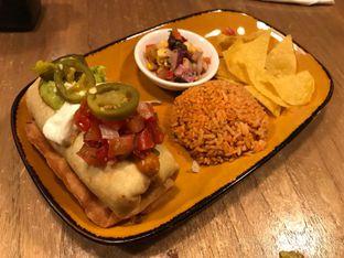 Foto 1 - Makanan(Beef Chimichangas) di Gonzo's Tex Mex Grill oleh Pengembara Rasa