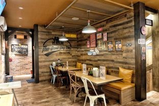 Foto 8 - Interior di JR'S Barbeque oleh Astrid Huang | @biteandbrew