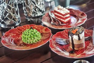 Foto 9 - Makanan(Dessert Selection) di Dandy's Steak and Coffee House oleh Fadhlur Rohman