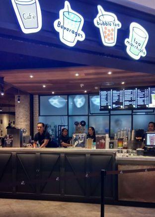 Foto 2 - Interior di KOI The oleh YSfoodspottings