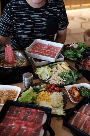 Foto 2 - Makanan di Shaburi & Kintan Buffet oleh Nanakoot