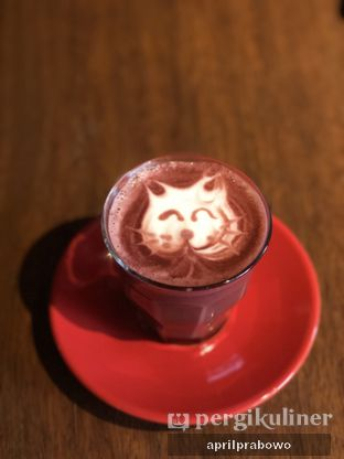 Foto 3 - Makanan(Red Velvet Latte) di Tanamera Coffee Roastery oleh feedthecat