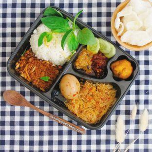 Foto review Nasi Kuning Ceu Mu'ah & Nasi Ijo Mazbay oleh Kuliner Addict Bandung 3