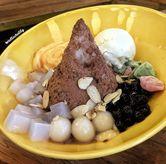 Foto Sumoboo kakigori read bean + green tea ice cream + big boba + mochi + egg pudding + sliced almond + taro + nata de coco di Sumoboo
