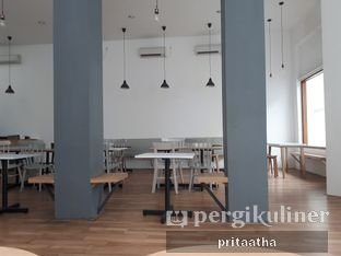 Foto 6 - Interior di The Neighbors Cafe oleh Prita Hayuning Dias