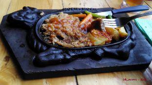 Foto 1 - Makanan(Tenderloin Hotplate) di Steak Moen - Moen oleh 08_points