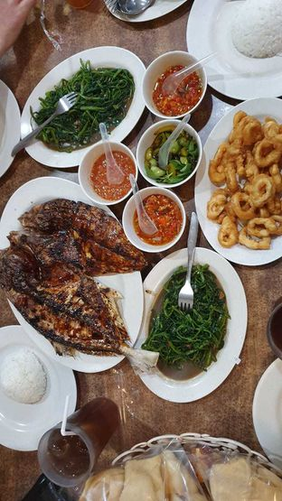 Foto - Makanan di RM Ujung Pandang oleh Angga Setiawan