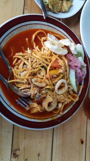 Foto 2 - Makanan(mie aceh tumis telur+cumi) di Waroeng Atjeh oleh risma
