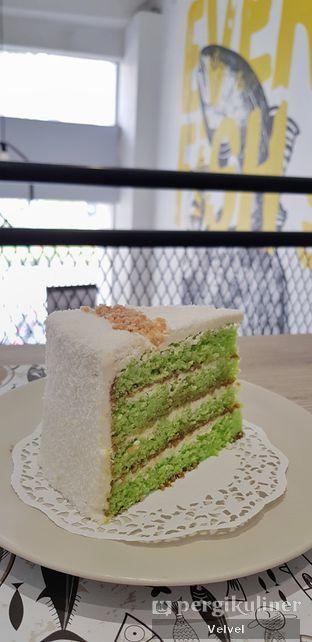 Foto 3 - Makanan(Ondeh Cake) di O! Fish oleh Velvel
