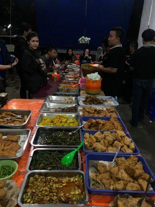 Foto 4 - Makanan di Nasi Uduk Bu Sum oleh Della Ayu