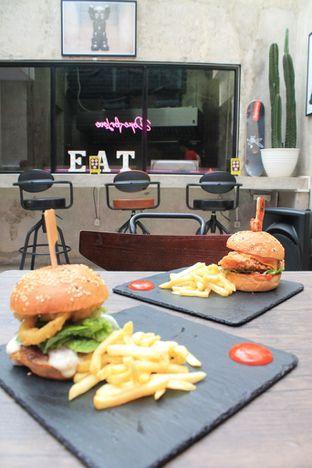 Foto 40 - Makanan di Dope Burger & Co. oleh Prido ZH