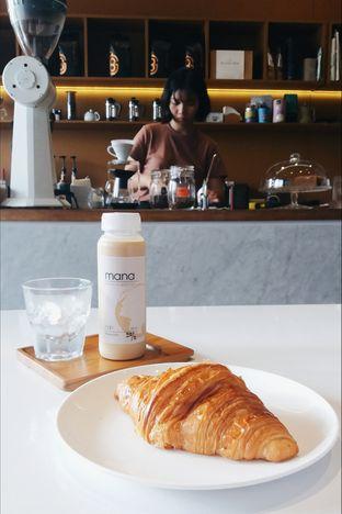 Foto - Makanan(Es Kopi Susu & Croissant) di Nala Coffee oleh Elaine Josephine @elainejosephine