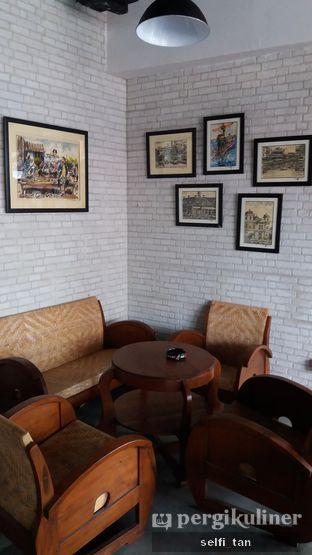 Foto 10 - Interior di Identic Coffee oleh Selfi Tan