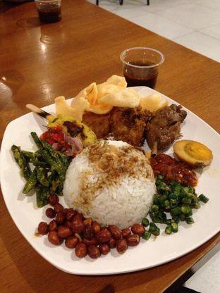 Foto - Makanan di Nasi Ayam Pedas Bali Sambal Matah Ibu Kiky Wayan oleh Rurie
