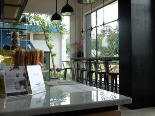 Foto 4 - Interior di Coffeedential Roastery & Dessert oleh Yunita Sylvianti