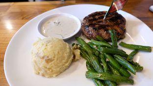Foto 1 - Makanan(Tokusen Wagyu Tenderloin) di Steak Hotel by Holycow! oleh YSfoodspottings