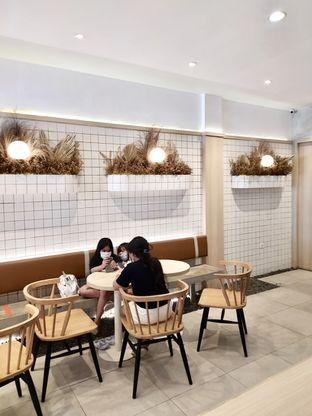 Foto 7 - Interior di Coffeeright oleh Prido ZH