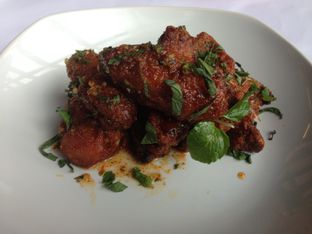 Foto 3 - Makanan(Honey Togarashi Chicken Wing) di Abraco Bistro & Bar oleh Ilonna Claudya