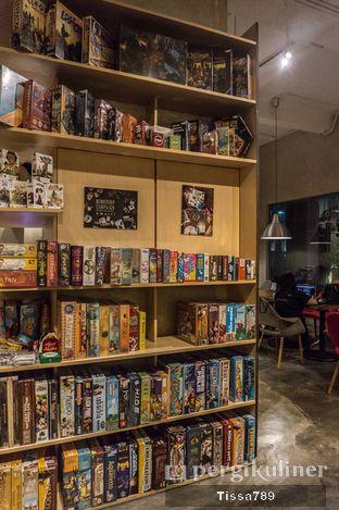 Foto 8 - Interior di The Bunker Cafe oleh Tissa Kemala