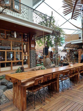 Foto Interior di Equator Coffee & Gallery