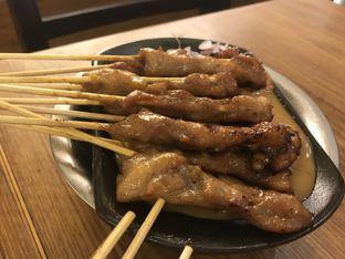 Foto 2 - Makanan(Sate Ayam) di Sate Khas Senayan oleh Budi Lee
