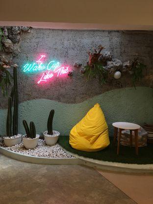 Foto 4 - Interior di Wake Cup Coffee oleh Jeljel