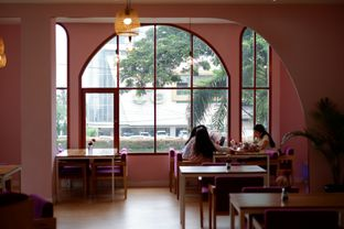 Foto 9 - Interior di Kullerfull Coffee oleh Deasy Lim