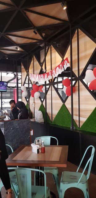 Foto 5 - Interior di Eat Boss oleh Meri @kamuskenyang