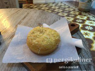 Foto 4 - Makanan(Donat Keju) di Pigeon Hole Coffee oleh Arissa A. Arief