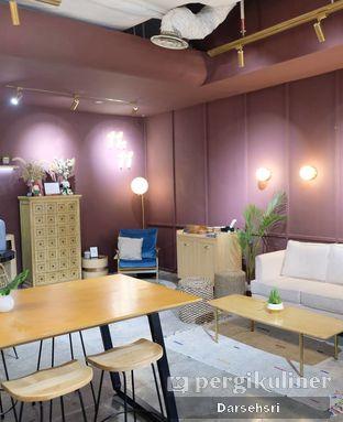 Foto 4 - Interior di 11:11 Coffee oleh Darsehsri Handayani