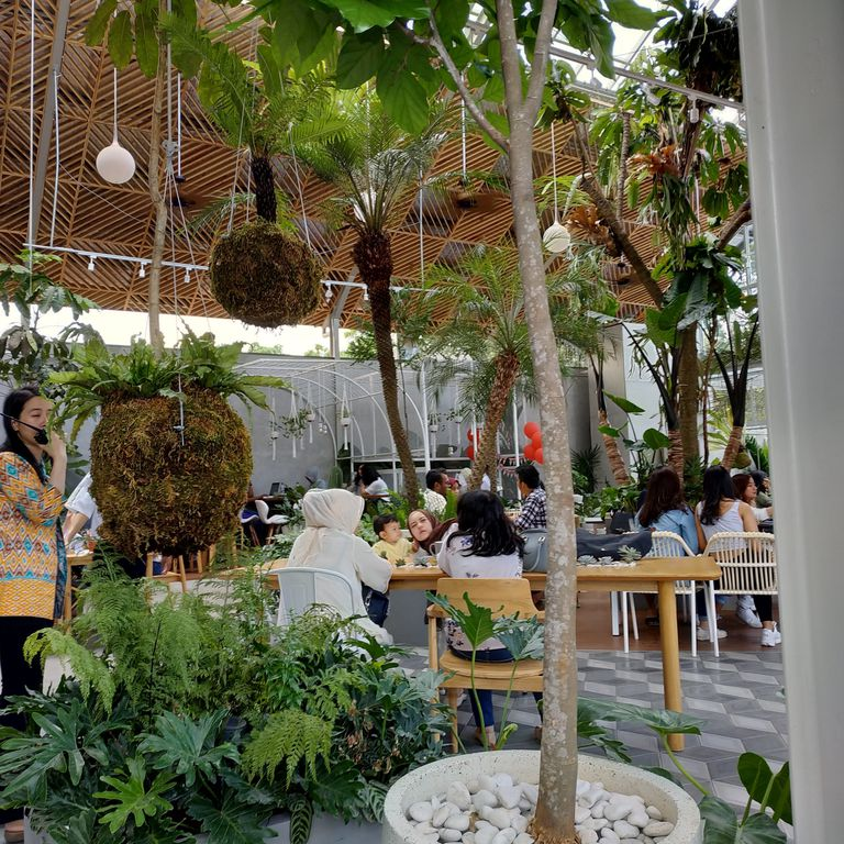 The Jardin Cafe Bandung: Review Aldo Wihendrika Di