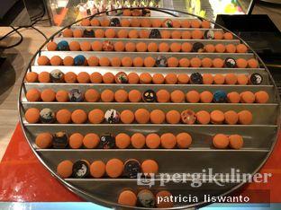 Foto 19 - Makanan(Macaroon Stall) di The Cafe - Hotel Mulia oleh Patsyy