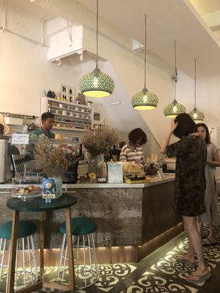 Foto 8 - Interior di Coffee With Me oleh Nanakoot
