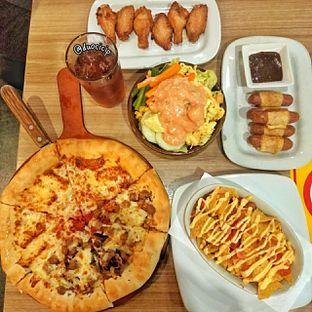 Foto 6 - Makanan(Sausage Pastry Roll) di Pizza Hut oleh felita [@duocicip]