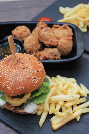 Foto review Dope Burger & Co. oleh Prido ZH 38