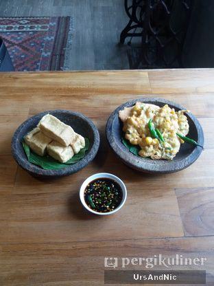 Foto 3 - Makanan(Gorengan + sambal kecap) di Opah Mami oleh UrsAndNic