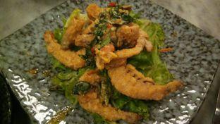 Foto 3 - Makanan(Salted Egg Prawns) di Waha Kitchen - Kosenda Hotel oleh Komentator Isenk