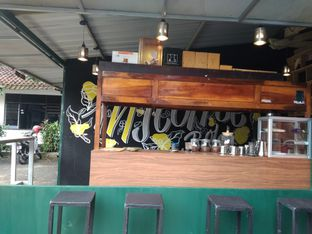 Foto 3 - Interior di INJ Coffee Bold oleh nesyaadenisaa