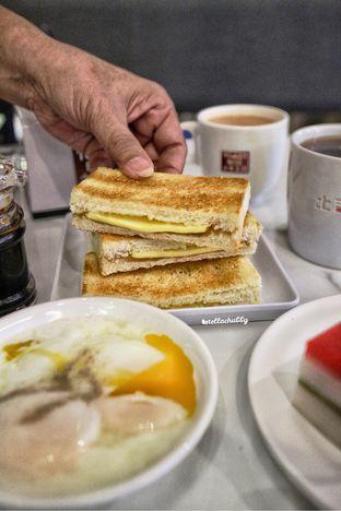 Foto 1 - Makanan(Traditional kaya butter toast) di Toast Box oleh Stellachubby