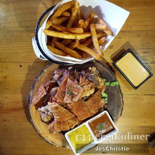 Foto 1 - Makanan(Pork Knuckle) di Pvblic Bistro and Bar oleh JC Wen
