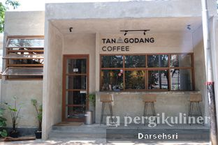Foto 7 - Eksterior di Tanagodang Coffee oleh Darsehsri Handayani