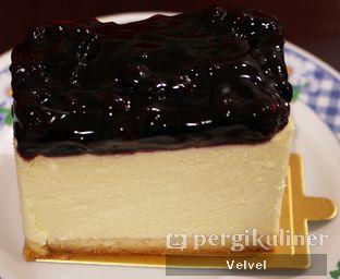 Foto 1 - Makanan(Blueberry Cheesecake) di The Harvest oleh Velvel