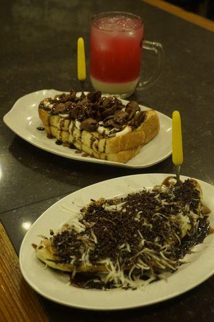 Foto review Warung Wan - Tongkrongan Roti Bakar oleh yudistira ishak abrar 3