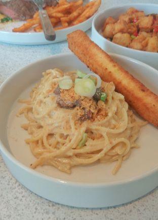 Foto 4 - Makanan(Spaghetti Lidah (IDR 60k)) di Twin House oleh Renodaneswara @caesarinodswr